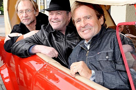 From The Research Vault: The Monkees' Davy Jones Recalls Beatles Friendship and Mike Nesmith's Disloyalty via Monkees.net